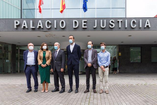 el ministro de Justicia, Juan Carlos Campo, visita los juzgados de Torrelavega