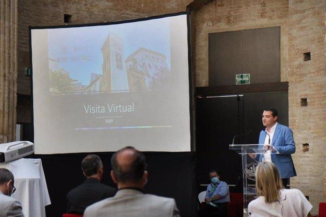El alcalde de Córdoba, José María Bellido, en la presentación del proyecto de reforma de la torre alminar de San Juan de los Caballeros, recientemente culminada.
