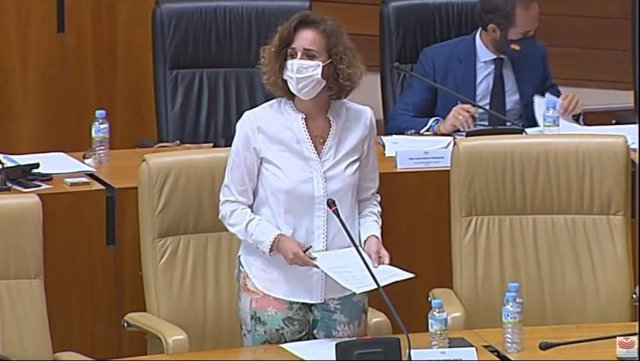 La consejera de Transición Ecológica y Sostenibilidad de la Junta de Extremadura, Olga García, en el pleno de la Asamblea