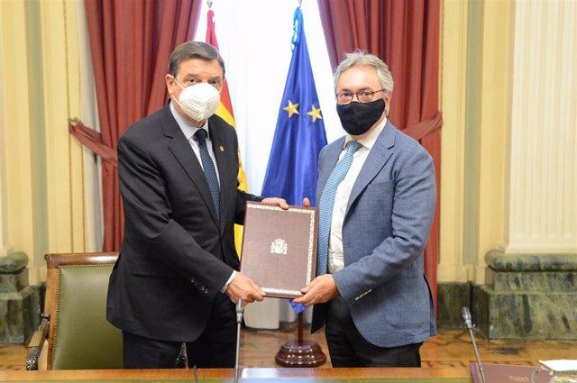 Luis Planas y Jorge Brotons, en la firma del acuerdo