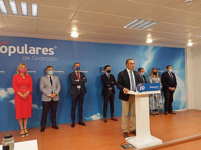 Imagen de archivo de la rueda de prensa en la que el presidente provincial del PP de Granada, Francisco Rodríguez, anunció la salida de los concejales del PP del equipo de gobierno local.