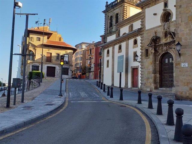 Archivo - Acceso a Cimadevilla, en Gijón