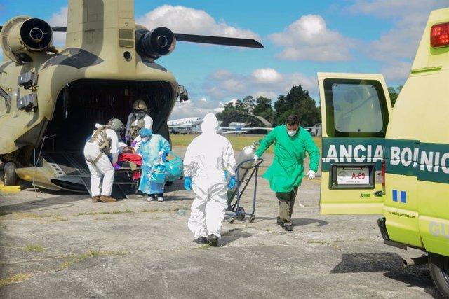 Traslado de una paciente contagiada con COVID-19 en Guatemala