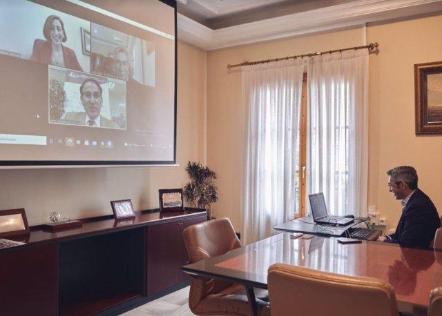 Archivo - El alcalde de Benalmádena en la reunión con CEA y CEM sobre Tívoli