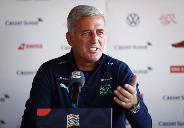 Archivo - 05 September 2020, Switzerland, Basel: Switzerland national soccer team coach Vladimir Petkovic speaks during a press conference at the St. Jakob-Park stadium, ahead of Sunday's UEFANations League Group Dsoccer match against Germany. Photo: Ch