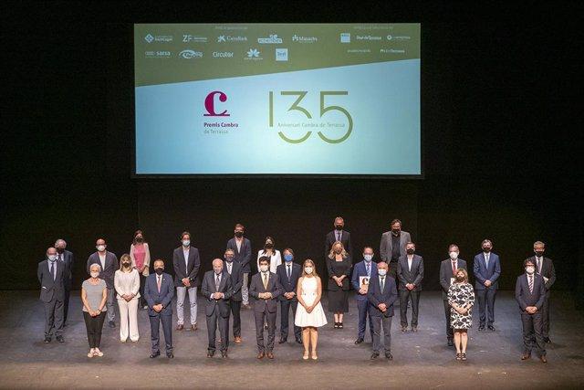 Foto de família dels Premis Cambra 2021