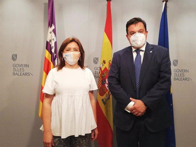 La consellera de Presidencia, Función Pública e Igualdad, Mercedes Garrido, con el secretario de Estado de Política Territorial y Función Pública del Gobierno, Víctor Francos.