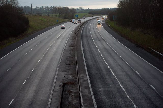 Archivo - 05 January 2021, England, Warwick: A general view of the almost empty M40 motorway in the morning after UK Prime Minister Boris Johnson has announced a third national lockdown for England after a rise in the number of cases of the coronavirus. P