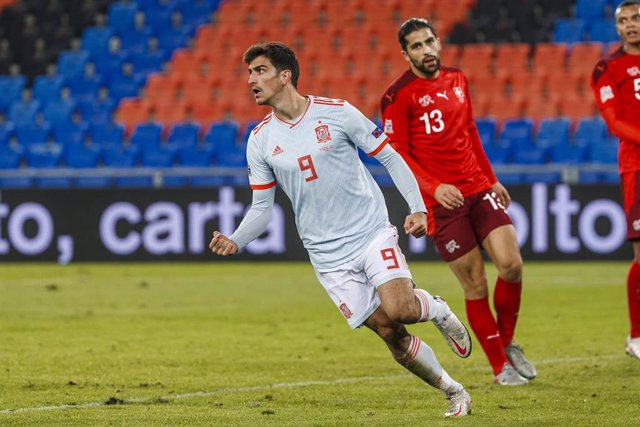Archivo - 14 November 2020, Switzerland, Basel: Spain's Gerard Moreno (L) celebrates after scoring his side's first goal of the game during the UEFA Nations League Group D soccer match between Switzerland and Spain at St. Jakob-Park. Photo: Indira/DAX via