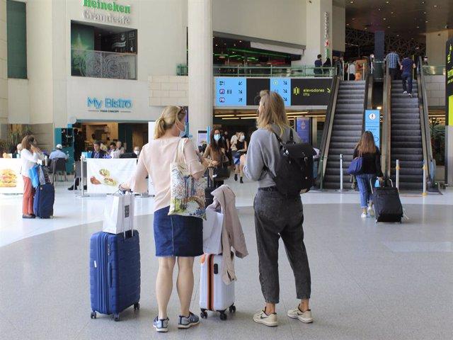 Pasajeros en el aeropuerto de Lisboa