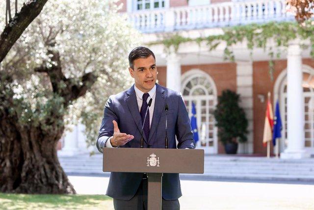 El presidente del Gobierno, Pedro Sánchez, interviene tras la firma del acuerdo del Ejecutivo nacional con los agentes sociales para reformar las pensiones, a 1 de julio de 2021, en Madrid (España). El Gobierno suscribe este acuerdo con los responsables d