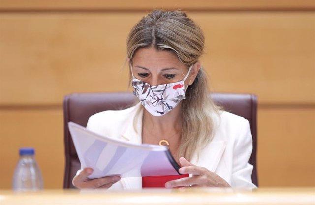 La vicepresidenta Tercera del Gobierno y Ministra de Trabajo y Economía Social, Yolanda Díaz, a su llegada a la comisión de Trabajo, Inclusión, Seguridad Social y Migraciones, a 28 de junio de 2021, en el Senado, Madrid, (España).