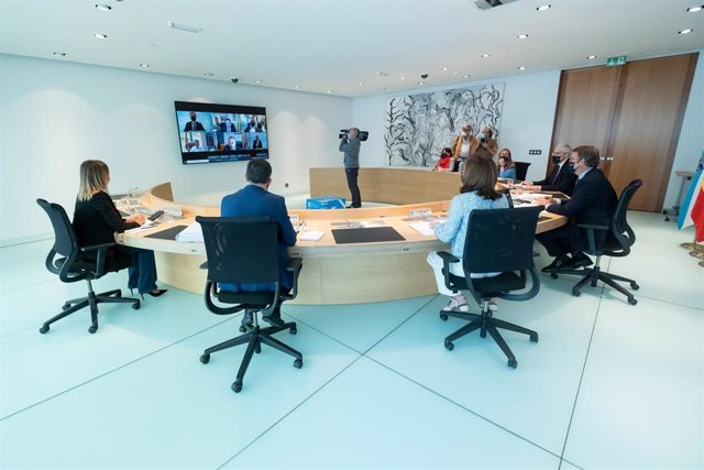 El tittular del Gobierno gallego, Alberto Núñez Feijóo, preside la reunión del Consello