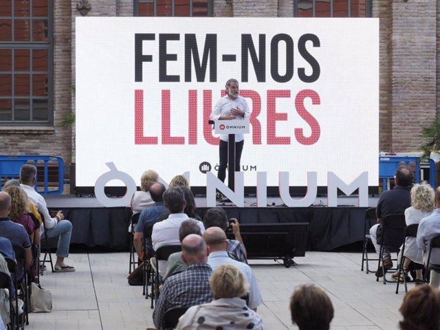 El presidente de Òmnium Cultural, Jordi Cuixart, en la Universitat Pompeu Fabra (UPF) de Barcelona, en su primer acto político de la entidad, una semana después de ser indultado por el 1-O, a 1 de julio de 2021.