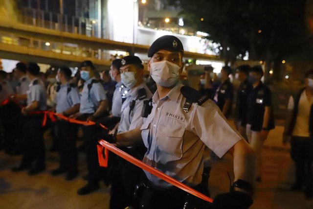 04 June 2021, China, Hong Kong: Police seal off Victoria Park following the banning of the annual Candlelight Vigil to markthe 32nd anniversary of China's1989 Tiananmen Square massacre due to the coronavirus pandemic. Photo: Liau Chung-Ren/ZUMA Wire/dpa