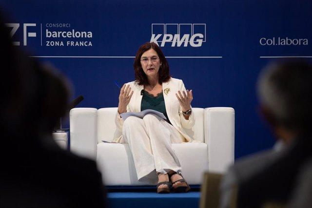 """La presidenta de la CNMC, Cani Fernández, interviene durante la sesión,  bajo el título: 'Los retos de la economía global', en la segunda jornada de la XXXVI Reunión del Cercle d""""Economia, en el Hotel W de Barcelona, a 17 de junio de 2021, en Barcelona, C"""