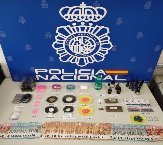 Tres detenidos y desmatelados tres puntos de venta de diferentes drogas en Chueca y Puente de Vallecas (Madrid)
