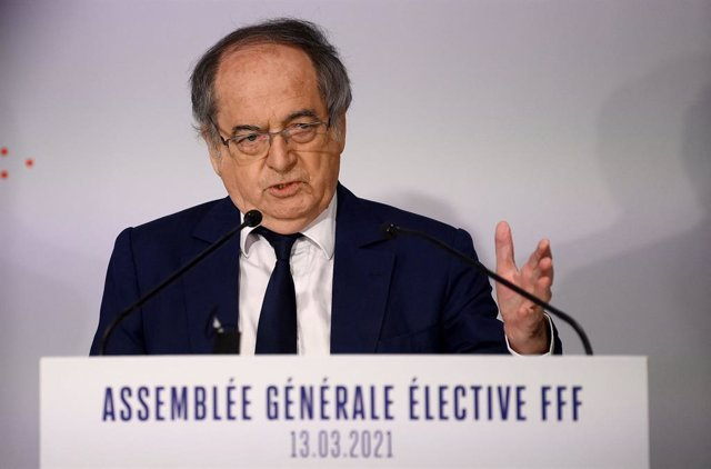 Archivo - 13 March 2021, France, Paris: Outgoing president of the French Football Federation (FFF) and candidate for the organization's presidency Noel Le Graet (C) delivers a speech prior to the presidential vote in Paris. Photo: Franck Fife/AFP/dpa