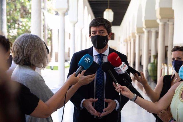 El vicepresidente de la Junta de Andalucía, y coordinador de Ciudadanos en Andalucía, Juan Marín, atiende a los medios de comunicación en una foto de archivo.