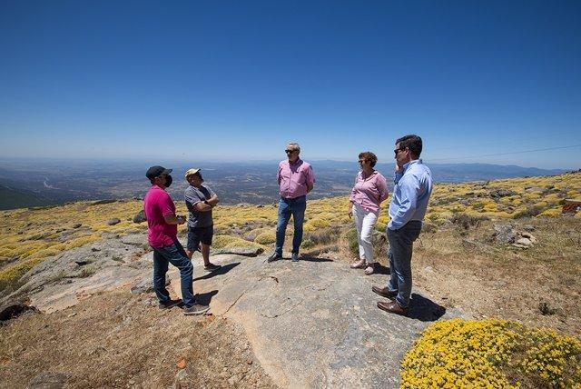 La Diputación de Cáceres acondicionará la pista de despegue de parapentes desde el pico Pitolero