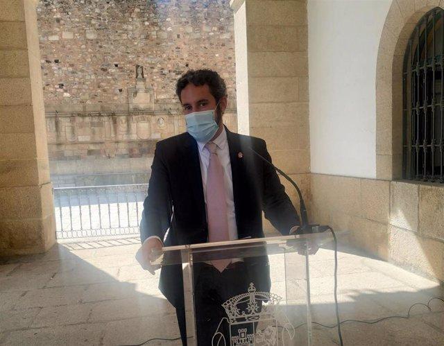 El portavoz del Gobierno local, Andrés Licerán, informa de que los tres brotes activos de Cáceres han dejado 87 positivos y 362 personas en cuarentena