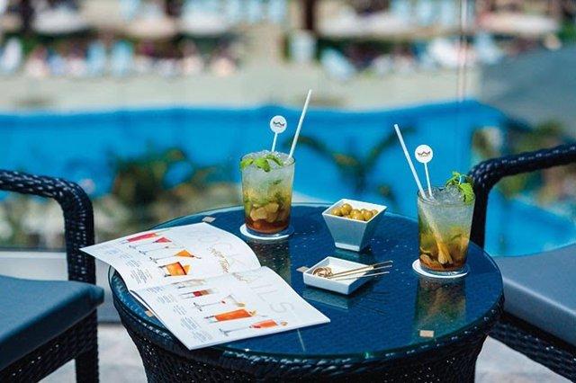 Archivo - Cócteles, hotel, hoteles, pajitas de plástico, bebidas.