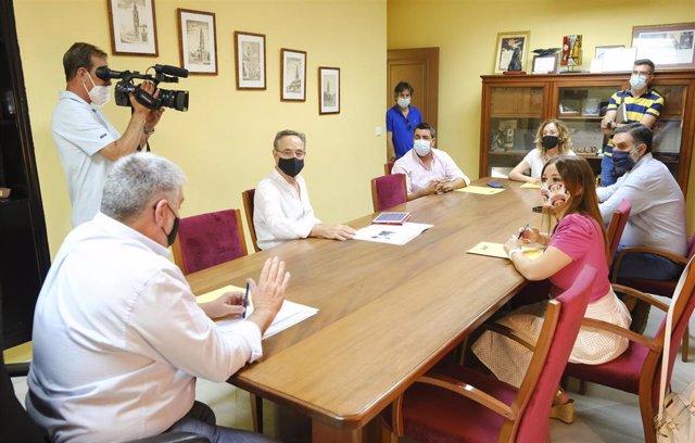 Archivo - Visita del parlamentario andaluz Felipe López y otros representantes del PSOE a Écija (Sevilla).
