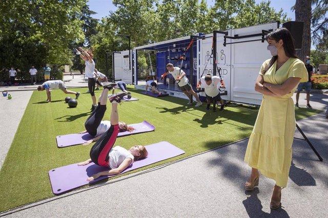 La vicealcaldesa de Madrid, Begoña Villacís, presenta la iniciativa Cubo Gym Madrid, que trasladará el deporte a los parques de la capital.