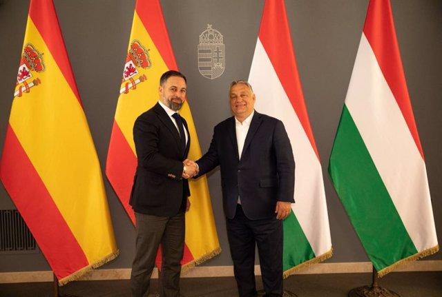 Archivo - El presidente de Vox, Santiago Abascal, y el primer ministro húngaro, Viktor Orbán.