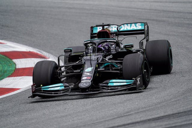 02 July 2021, Austria, Spielberg: British F1 driver Lewis Hamilton of team Mercedes in action during the 1st practice session of the 2021 Grand Prix of Austria at the Red Bull Ring. Photo: James Gasperotti/ZUMA Wire/dpa