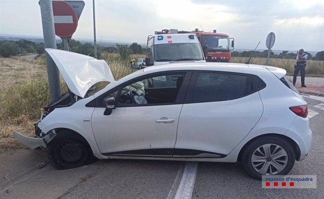 Vehículo de un hombre denunciado penalmente por salirse de la carretera en Girona, conducía cuadruplicando la tasa máxima de alcohol permitida y quedó ileso.