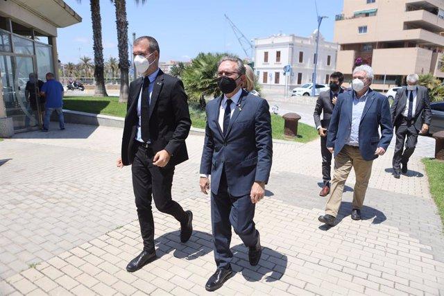 El president de l'Autoritat Portuària de Tarragona (APT), Josep M. Cruset, i el conseller d'Economia i Hisenda de la Generalitat, Jaume Giró