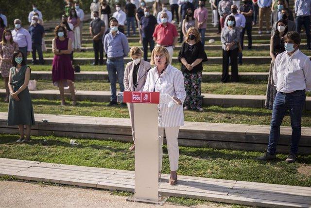 La presidenta de la gestora del PSOE-M, Isaura Leal, interviene en una comparecencia.