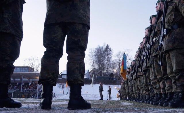 Dotación de soldados alemanes destinados a Lituania en una foto de archivo