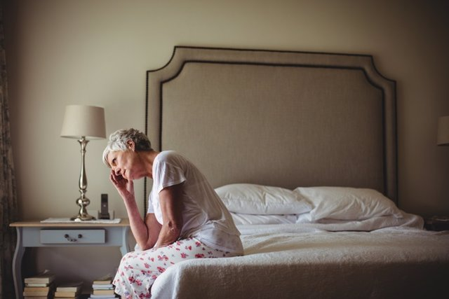 Archivo - Mujer, fibromialgia