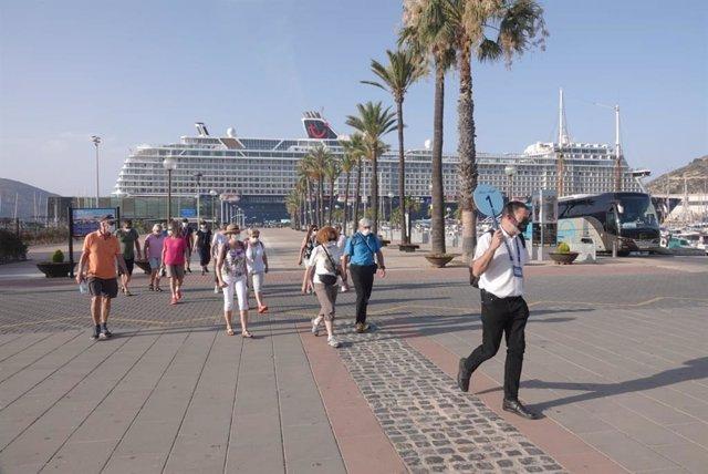 """El """"Mein Schiff 2"""" vuelve a recalar en Cartagena"""