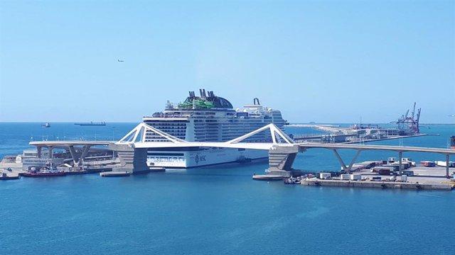 El MSC Grandiosa de MSC creuers, el dissabte passat a Barcelona.