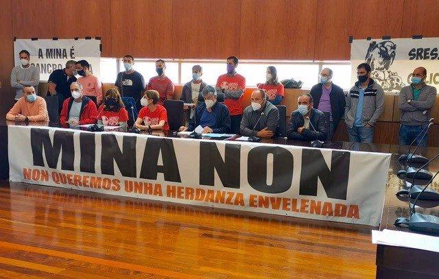 Rueda de prensa de colectivos ecologistas y marisqueros contra la reapertura de la Mina de Touro