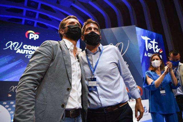 EL presidente del PP, Pablo Casado (i) y el candidato a presidente del PP de la Comunidad Valenciana, Carlos Mazón (d)