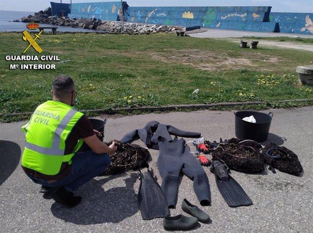 La Guardia Civil desarticula un grupo dedicado al furtivismo de marisco