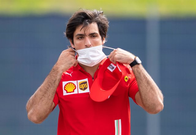 01 July 2021, Austria, Spielberg: Spanish F1 driver Carlos Sainz Jr of Scuderia Ferrari Team arrives for the first practice session ahead of the 2021 Austrian Grand Prix at the Red Bull Ring. Photo: Georg Hochmuth/APA/dpa