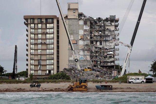 Ensulsiada d'un edifici d'habitatges a Miami