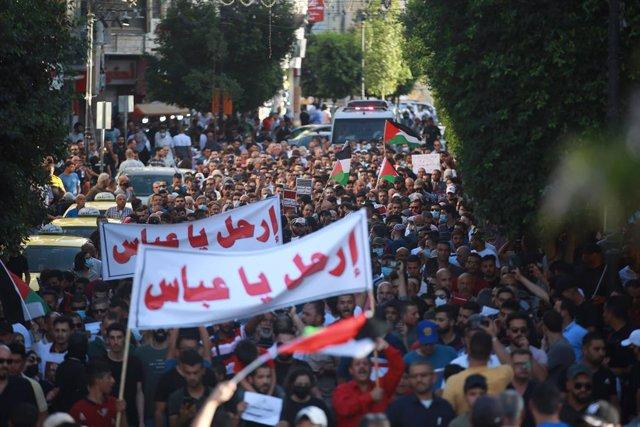 Manifestación contra el presidente palestino, Mahmud Abbas, en Ramala