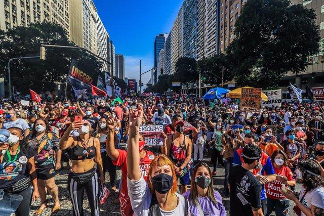 Manifestación contra el presidente brasileño Jair Bolsonaro y su gestión de la pandemia, en Rio de Janeiro