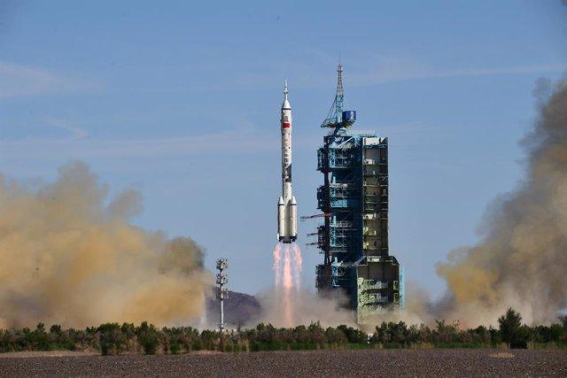 17 June 2021, China, Jiuquan: The Shenzhou 12 manned spacecraft lifts off from the Jiuquan Satellite Launch Center. Photo: -/TPG via ZUMA Press/dpa