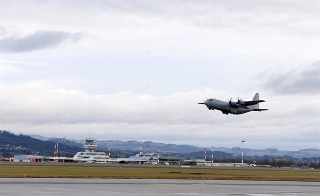 Archivo - 02 February 2020, Austria, Hoersching: A Hercules C-130 of the Austrian Armed Forces departs from Vogler Air Base to transport seven Austrians from France, after they left the coronavirus epidemic area in China. Photo: Werner Kerschbaummayr/APA/