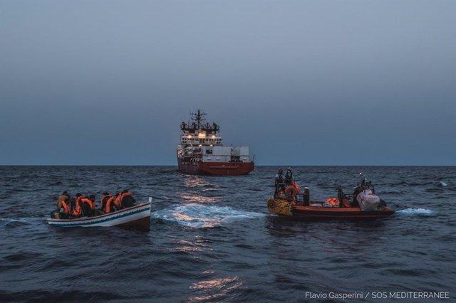 Operacion de rescate del barco Ocean Viking