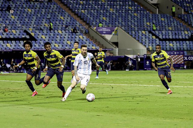 03 July 2021, Brazil, Goiania: Argentina's Lionel Messi (C)in action during the Copa America Quarter-Final soccer match between Argentina and Ecuador at Pedro Ludovico Teixeira Olympic Stadium. Photo: Leco Viana/TheNEWS2 via ZUMA Wire/dpa
