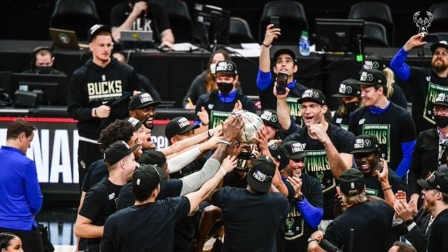 Milwaukee Bucks elimina a Atlanta Hawks y jugará sus primeras Finales desde 1974