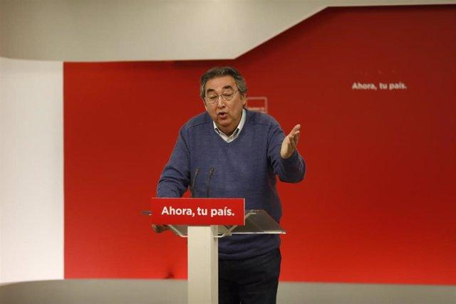 Archivo - Rueda de prensa de Toni Ferrer en la sede del PSOE